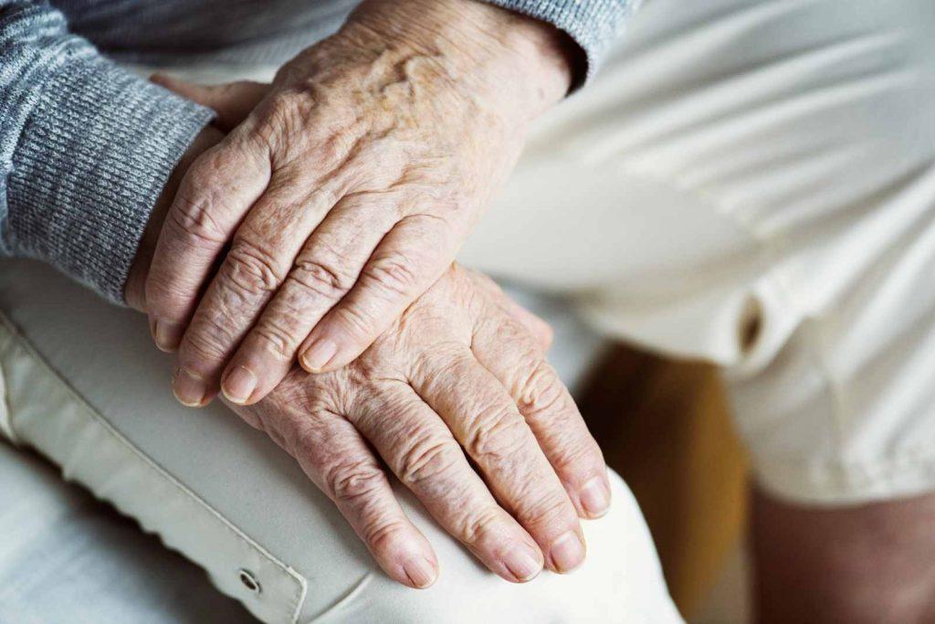Elegir entre residencia o cuidado en casa, apoyo a nuestros mayores